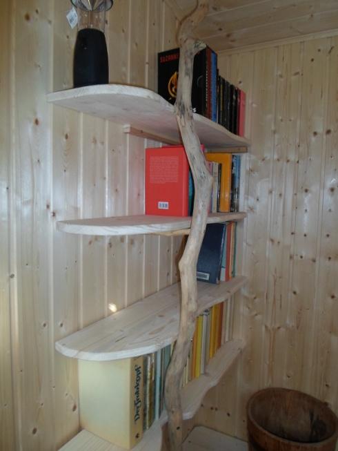 Das Bücherregal im organischen Natur-Look